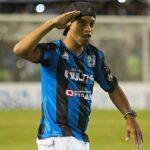 Ronaldinho recupera la sonrisa en México