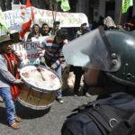 Tía María: violentos disturbios entre manifestantes y policías en Arequipa