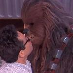 Star Wars: el beso de J.J. Abrams y Chewbacca