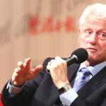 Avión donde viajaba Bill Clinton aterrizó de emergencia en Tanzania