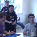 YouTube: arman el cubo de Rubik en 5,253 segundos (VIRAL)