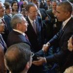 Barack Obama y Raúl Castro en histórica reunión