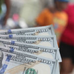 Dólar se deprecia frente al euro, yen y otras divisas internacionales
