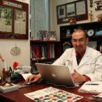 Médico peruano publica nueva guía del cáncer