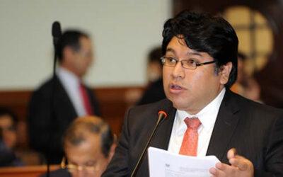 El congresista de Perú Posible, Rennán Espinoza, anunció este martes que presentará una denuncia constitucional contra seis integrantes de la bancada fujimoristas de Fuerza Popular.