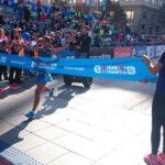 Inés Melchor gana con récord Maratón 42k de Santiago de Chile (VIDEO)