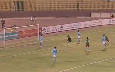 Un video en YouTube muestra una insólita jugada en el fútbol de Jordania durante el encuentro entre los clásicos rivales Al-Wehdat y Al-Faisasly.