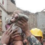 Nepal: la historia de la bebé que sobrevivió 22 horas bajo los escombros
