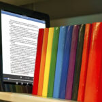 Escritores internacionales dedican sus libros en formato digital