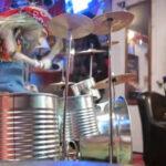 YouTube: mira cómo toca la batería esta marioneta (VIRAL)
