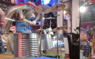YouTube: mira cómo toca la batería esta marioneta