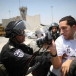 Israel mantiene a 20 periodistas palestinos encarcelados