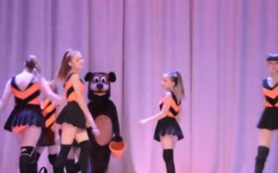 Un nuevo video de YouTube, que muestra a un grupo de menores de edad rusas realizando una coreografía al ritmo del 'twerking', está generando polémica en la popular red social de videos.