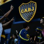 Hinchas de Boca realizan banderazo en la Bombonera en espera del fallo de CSF