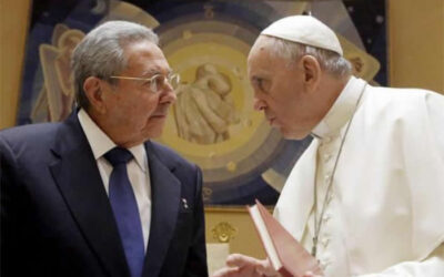 """El presidente de Cuba, Raúl Castro, elogió este domingo al papa Francisco por """"su sabiduría y su modestia""""."""