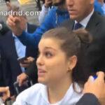 YouTube: Fan italiana abraza a Cristiano Ronaldo a su llegada a Turín