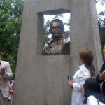 Develan busto en honor a Javier Diez Canseco
