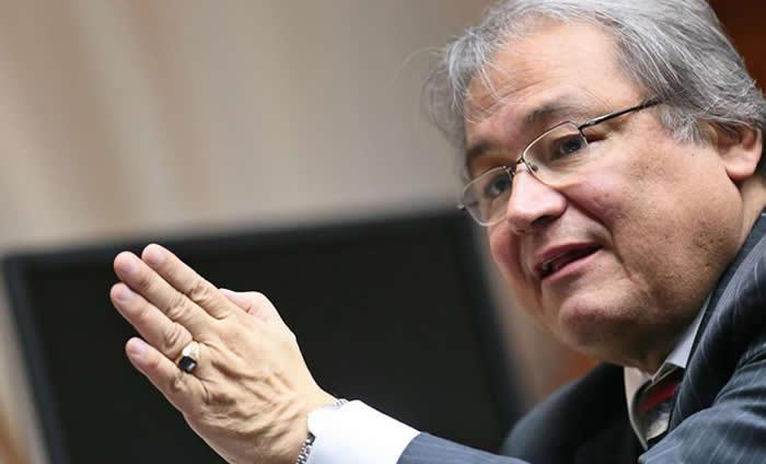 """El director ejecutivo de Proética, Walter Albán, consideró que sería """"positivo"""" para el Perú que el empresariado organizado sentara una posición más contundente respecto a la corrupción."""