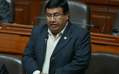 La Comisión de Constitución del Parlamento se manifestó favorable a que se acate el fallo judicial emitida en contra del legislador Alejandro Yovera (AP-FA) por falsear su hoja de vida, lo cual llevaría a una eventual inhabilitación.