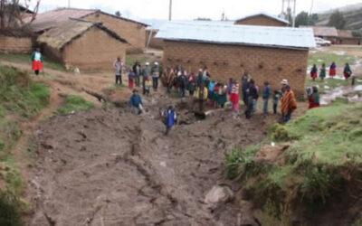 Debido a los daños causados por las intensas lluvias, huaicos, deslizamientos, granizadas y fuertes vientos, el Ejecutivo declaró en estado de emergencia los distritos de Ranracancha y Ocobamba, de la provincia de Chincheros, en el departamento de Apurímac.