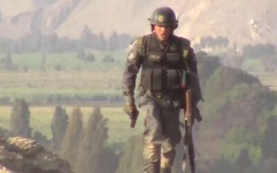 Un video propalado en las redes sociales muestra a un grupo de policías disparando contra un grupo de manifestantes que protestan contra el proyecto Tía María en Arequipa.