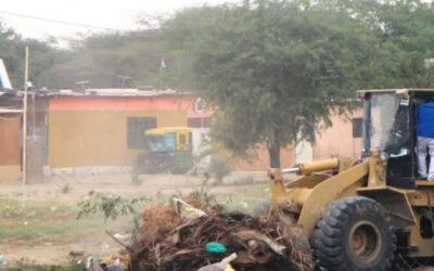 Más de 18 mil toneladas de residuos sólidos se generan a diario en todas las regiones del Perú, y apenas el 42 por ciento se dispone en los 11 rellenos sanitarios autorizados que hay en el país, advirtió el Ministerio del Ambiente (Minam).