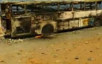 AREQUIPA.- La violencia continúa en Islay en el día 46 de paralización indefinida en rechazo al proyecto minero Tía María. Hoy se conoció la quema de un bus interprovincial en la zona de acceso a Ceticos Matarani.