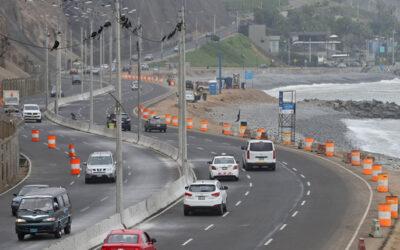 La Policía de Tránsito cerró un tramo de la Costa Verde en sentido norte-sur, desde la playa Tres Picos hasta la Bajada de Armendáriz, en Miraflores.