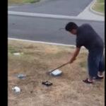 YouTube: padre obliga a su hijo a destrozar su consola de videojuegos (VIRAL)
