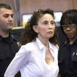Condenan a 18 años de cárcel a millonaria por matar a hijo autista