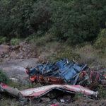 India: al menos 23 muertos al caer autobús a un barranco
