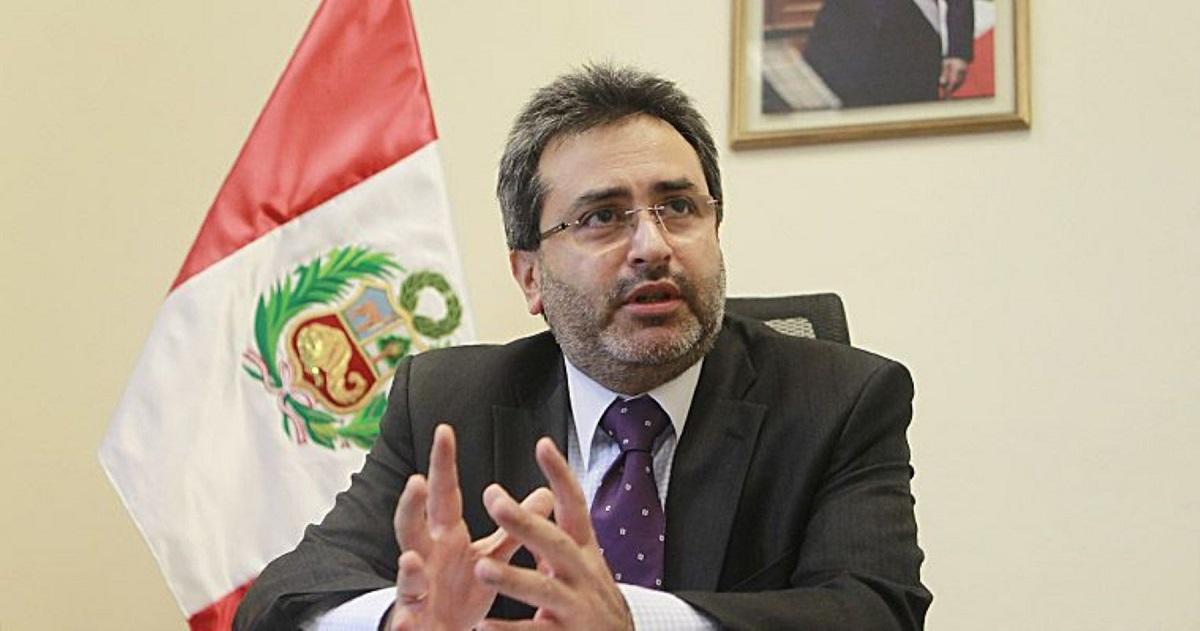 El ex primer ministro, Juan Jiménez Mayor, llamó a los partidos políticos a tener solvencia moral suficiente con el fin de escoger de forma adecuada a sus candidatos.
