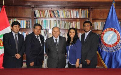 El destacado fotoperiodista y docente universitario, Rómulo Luján Roque, juró este viernes 9 de mayo como Presidente de la Asociación Nacional de Periodistas del Perú (ANP) – Filial Lima- para el periodo 2015-2018.