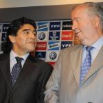 """Maradona: Grondona """"compraba los votos"""" para Josep Blatter"""