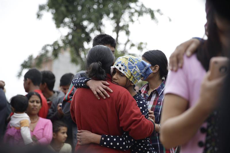 Mientras el mundo se enteraba del horror del terremoto en Nepal por los ojos de Katmandú, en las faldas del Himalaya el dolor se extendía como un epidemia.