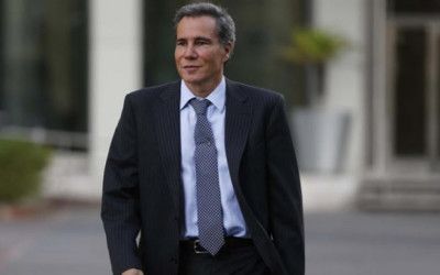 """BUENOS AIRES.- El peritaje informático al computador portátil del fiscal argentino Alberto Nisman, fallecido el pasado enero en circunstancias aún sin aclarar, reveló que fue usado poco después de la hora estimada de su muerte, informó hoy el diario """"La Nación"""" citando fuentes de la investigación."""