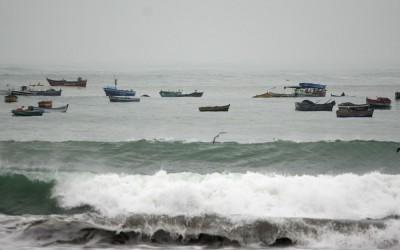 Oleajes de ligera a moderada intensidad, que afectarán principalmente zonas de playas y puertos, registrará el litoral peruano desde el amanecer de este lunes 25 informó la Dirección de Hidrografía y Navegación de la Marina de Guerra del Perú.