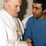 Efemérides del 13 de mayo: Juan Pablo II esherido por Alí Agca