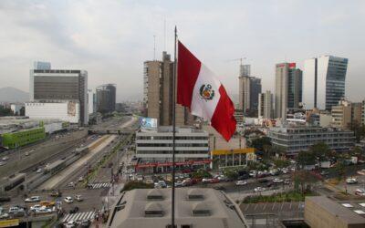 El riesgo país del Perú decreció en términos promedio del 21 al 28 de abril, de acuerdo con el spread del EMBIG Perú, manteniéndose inferior al promedio regional.