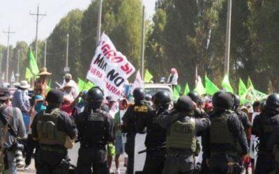 Un muerto dejó la tarde de este viernes los enfrentamientos entre la Policía y opositores al proyecto minero Tía María en el Valle del Tambo, en Arequipa. Se trata de Ramon Colque Vilca.