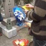 China: hallanvivo a un bebé enterrado en una caja durante 8 días