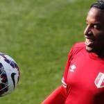 Yordy Reyna marca seis goles y Jefferson Farfán se recupera