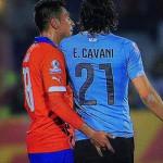 Chile-Uruguay: Gonzalo Jara y la desleal agresión a Edinson Cavani