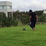 Maradona metió tremendo foul a su nieto en 'pichanga' (Video)
