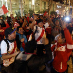 Miles de hinchas recibieron a la blanquirroja en Santiago (FOTOS)