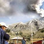 Volcán Ubinas lanza gases y cenizas a 600 metros