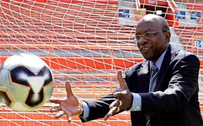 LONDRES.- La BBC inglesa denunció, mediante documentos, el pago de diez millones de dólares de la FIFA a Jack Warner, ex vicepresidente del máximos organismo internacional y presidente de la Confederación de Fútbol de América del Norte, Central y el Caribe.