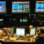 Bolsas latinoamericanas se habitúan a récords en Wall Street y cierran en rojo