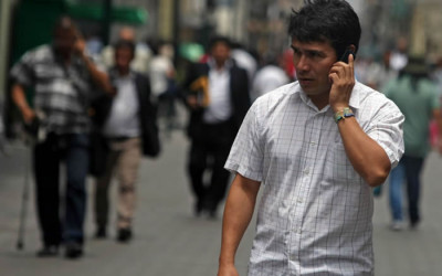 Las empresas de telefonía móvil quedaron desde este viernes obligadas a verificar, a través de un sistema biométrico, la identidad de quienes compren celulares prepago.