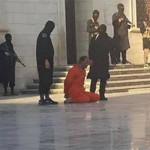 Estado Islámico: enseñan a niños decapitar soldados en escuela